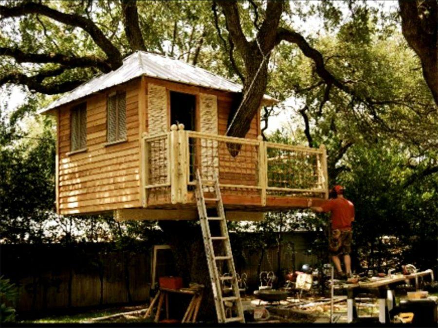 Como construir una casa en un árbol con palets
